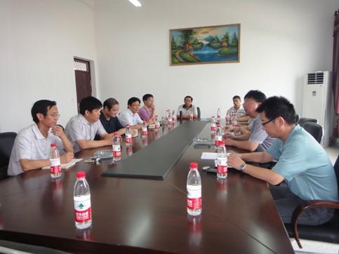工学院与武汉黄鹤拖拉机制造有限公司洽谈校企合作